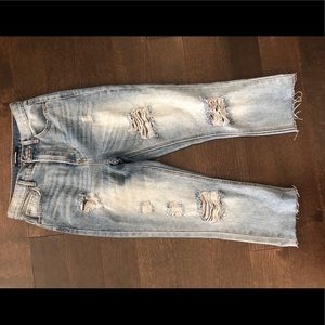Distressed cropped jeans!